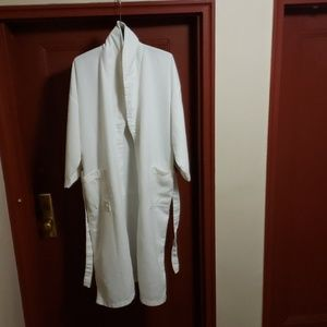 AMERICAN EVENING WHITE ROBE